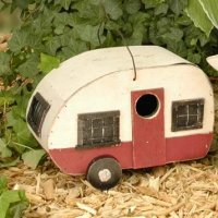 mini-trailer-birdhouse.jpg