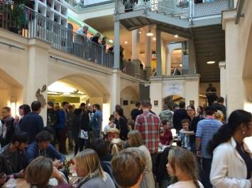 Streetfood Markt in der Markthalle Dresden – ganz schön voll hier!
