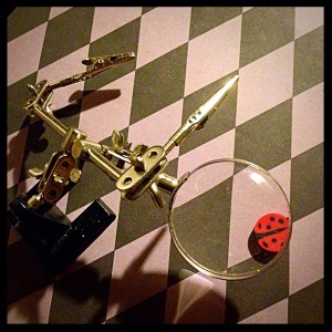 Magnifying glass with weighted stand & two jointed alligator clips