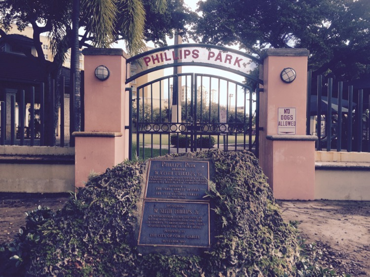 phillips_park_sign_gate