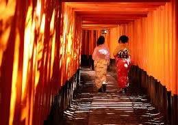 Kyoto, Fushimi Inari Taisha:  i timori nel tempio della volpe