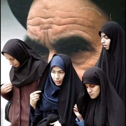 Teheran la ricordo così:  Khomeini shrine e rondini nere