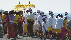 952037160-funerale-induismo-cerimonia-bali
