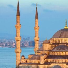 """Istanbul, suggestioni d'Oriente  e ruggiti del """"latte del leone"""""""