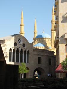 Uno scorcio di Dontown visto da place d'Etoile, con la moschea di Mohammed sullo sfondo