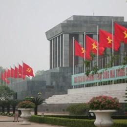 Nel mausoleo di zio Ho,  il cuore del Vietnam