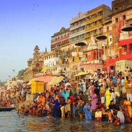 L'alba sul Gange  i ghat di Varanasi