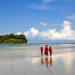 sandownyunt_naing__119b923_ngwe_saung_beach(2)