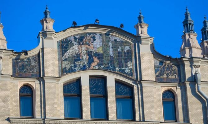 Risultati immagini per hotel metropol durante la rivoluzione russa, la seconda casa dei soviet