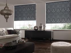 Cortinas Romanas en tela black out con finos diseños en gris