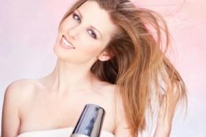 Parabenos e fenoxietanol não são ativos alisantes para cabelos.
