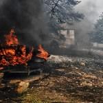Σπίτι που καίγεται από την πυρκαγιά που ξέσπασε σε πευκόφυτη περιοχή στα Γεράνεια Όρη και επεκτάθηκε και σε κατοικημένη περιοχή, στην Κινέτα Αττικής, Δευτέρα 23 Ιουλίου 2018. Στην φωτιά επιχειρούν πυροσβεστικές δυνάμεις με 25 οχήματα και 60 πυροσβέστες, δύο πεζοπόρα τμήματα, τέσσερα αεροσκάφη και δύο ελικόπτερα. ΑΠΕ-ΜΠΕ/ΑΠΕ-ΜΠΕ/ΒΑΣΙΛΗΣ ΨΩΜΑΣ