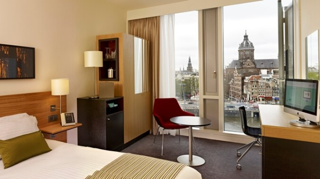 Executive Guest Room: With access to the Executive Lounge, guests can enjoy spectacular views over the historic city center, complimentary breakfast, access to an Apple iMac PC/TV and free WiFi