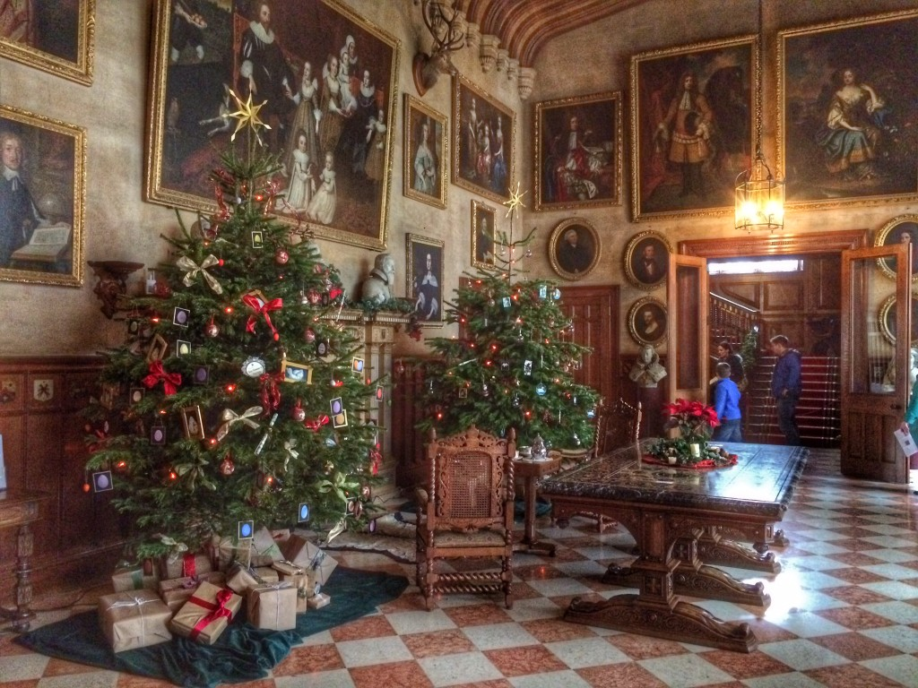 Artistic An Victorian Me Days Sale Victorian Style Decorations A Trail That You Can Follow To Find All Twelve Trees A Victorian At Charlecote Park Cosy Life Victorian Decorations houzz-03 Victorian Christmas Decorations