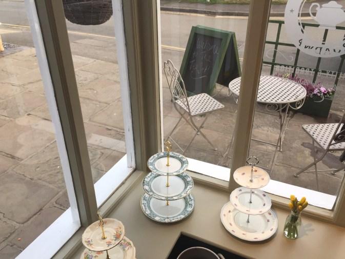 opening-the-tea-set-broadway-cotswolds-concierge (5)