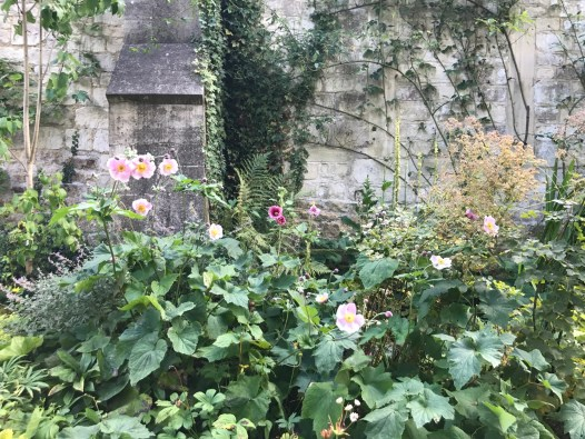 painswick-rococo-garden-summer-cotswolds-concierge (8)