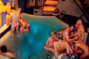 Free swinger clubs for couples only