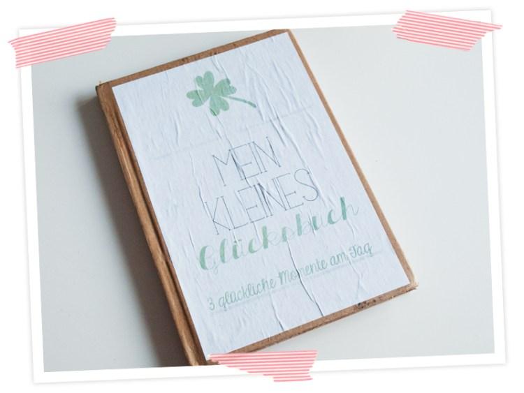Tolle Upcycling Idee für Selbermacher. Notizbuch mit Packpapier aufhübschen. Und mit gratis printable dekorieren. oder mit Washi. Oder mit Stammbildern...oder mit Fotos...