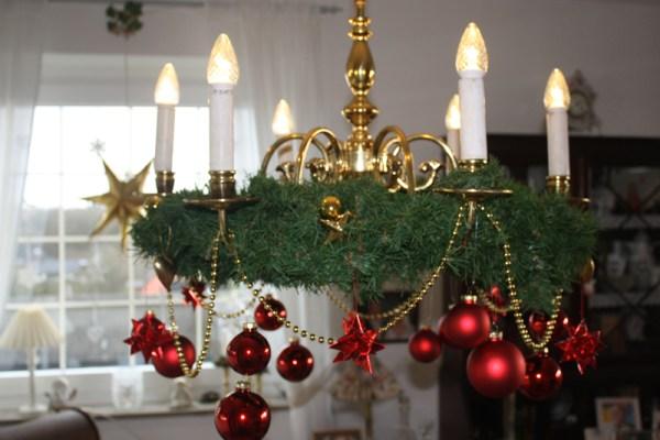 Weihnachten: Einen Kronleuchter Weihnachtlich dekorieren