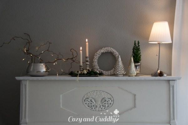 Weihnachtsdeko mit Bauernsilber und ein Klavier – Werbung
