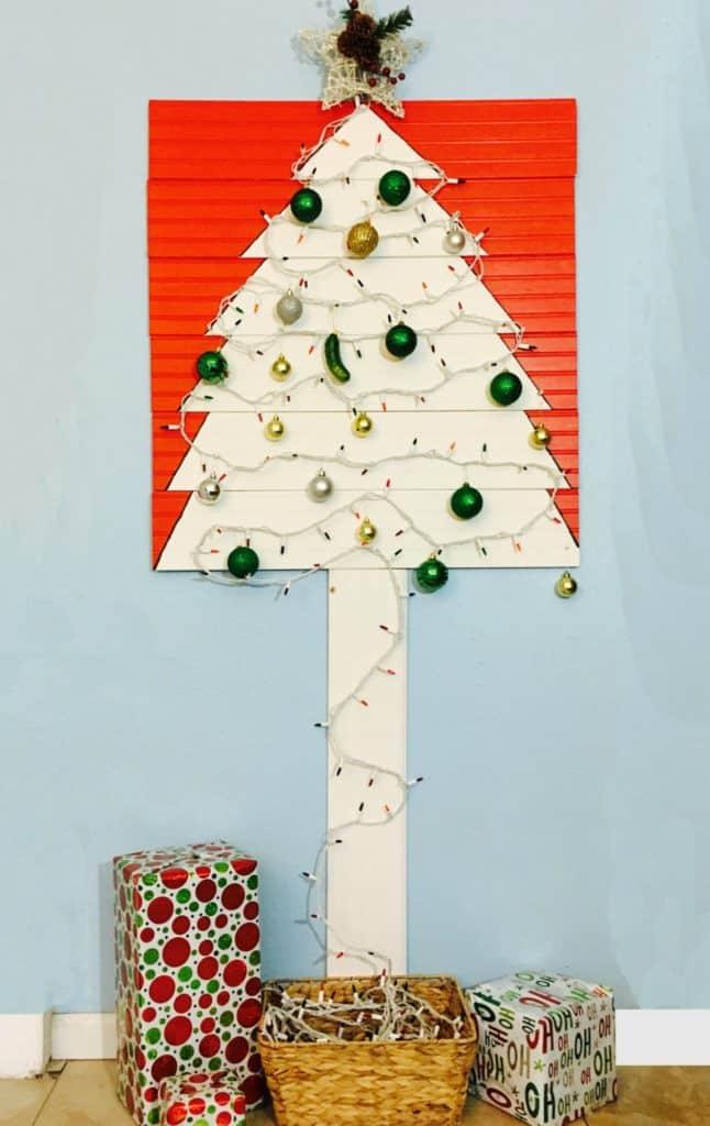 Renter Friendly Christmas Tree Tutorial