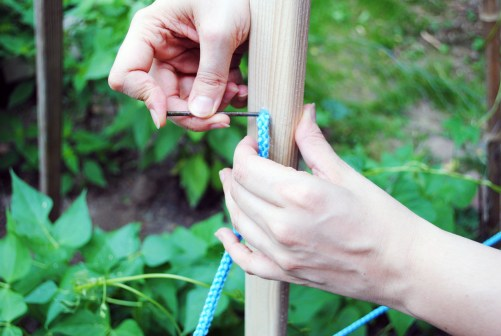 diy garden trellis tutorial threading rope