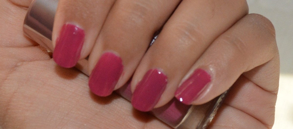 Lakme 9 to 5 Longwear Nail enamel: Berry Business review and NOTD
