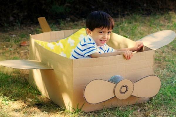 avion de carton - taraba de carton - o lume de vis pentru copii din cutii de carton