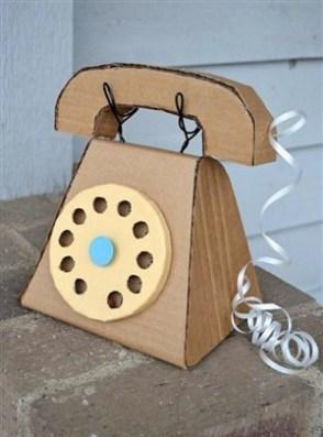 telefon din carton - o lume de vis pentru copii din cutii de carton -
