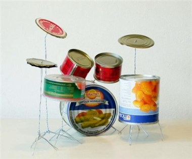 Baterie din cutii de conserve si sarma la care chiar poti canta - cum sa iti faci propria orchestra la tine acasa