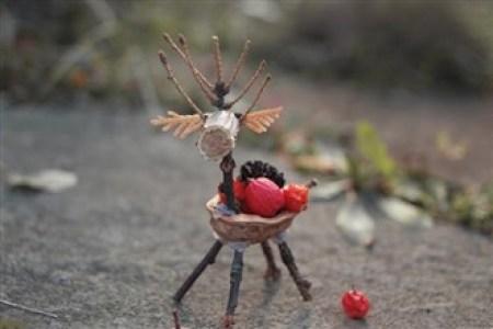 cerb din coaja de nuca - Ce minunatii poti crea din multimea de comori ale toamnei