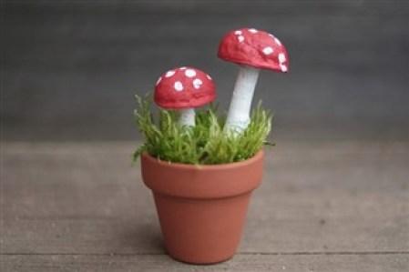ciupercute din coji de nuca - Ce minunatii poti crea din multimea de comori ale toamnei