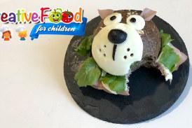 Orso bruno con panino integrale