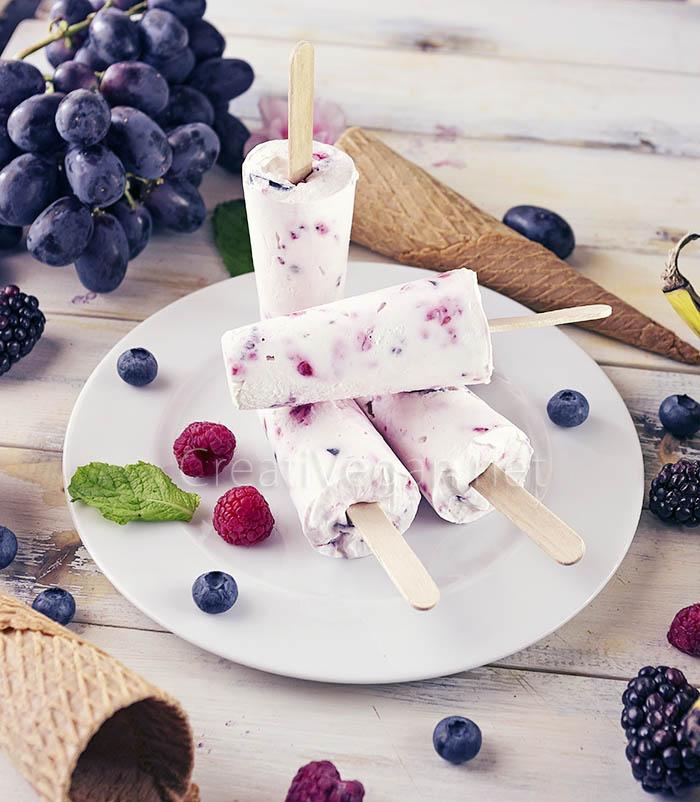 Polos de yogur con arándanos y frambuesas - CreatiVegan.net
