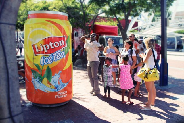 Liptons Tea mometer   A Thermo Activated Vending Machine! Guerrilla Marketing Photo