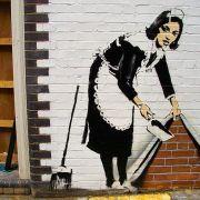800px-Banksy_-_Sweep_at_Hoxton