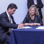 Il Presidente Palmieri firma il contratto con l'Ambasciatore dell'Ecuador