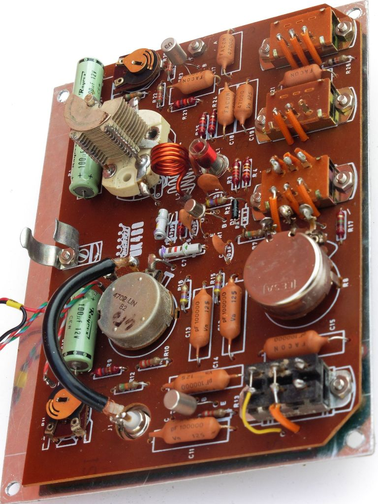 highkit_fm_signal_generator_uk460_05