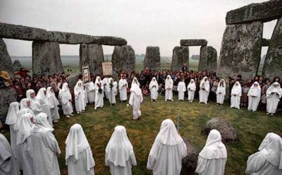 http://i1.wp.com/www.crystalinks.com/druids_stonehenge.jpg?resize=400%2C248