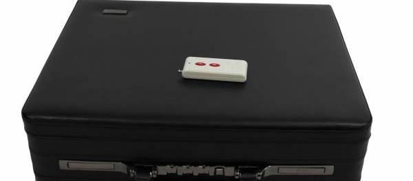 Disturbatore Jammer cellulari Jammer per cellulari fino al 3G e GPS L1, L2, L3, L4 e L5 a 8 bande nascosto in valigetta 24 ore