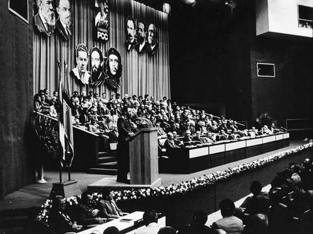 fidel-en-el-segundo-congreso-del-pcc-foto-liborio-noval