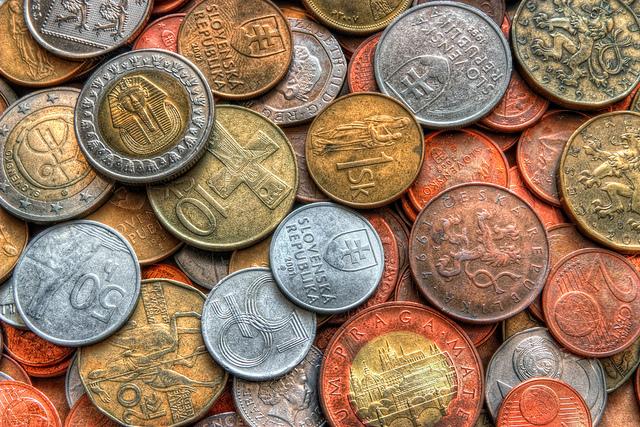 口座に年間80万円貯金するだけで、最大約40万円キャッシュバックがある投資法があるんですよ