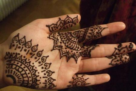 33 henna design on my hand600 450
