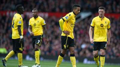 La derrota ante Manchester Utd. sentenció el descenso de Aston Villa.