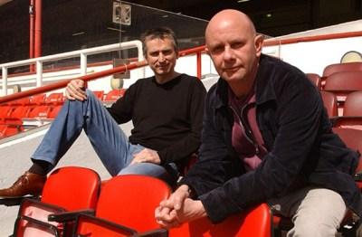 Hornby con el ex delantero del Arsenal, Alan Smith..
