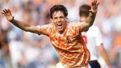 Van Basten marcó tres goles ante Inglaterra