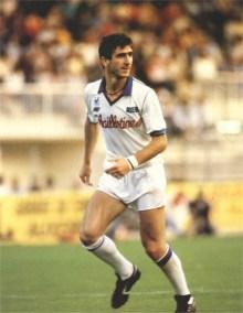 Eric Cantona, uno de los mejores jugadores que vistieron alguna vez la camiseta de Auxerre.