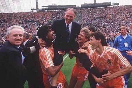Holanda festeja su único título oficial a nivel mayor. la Euro 88 en Alemania.