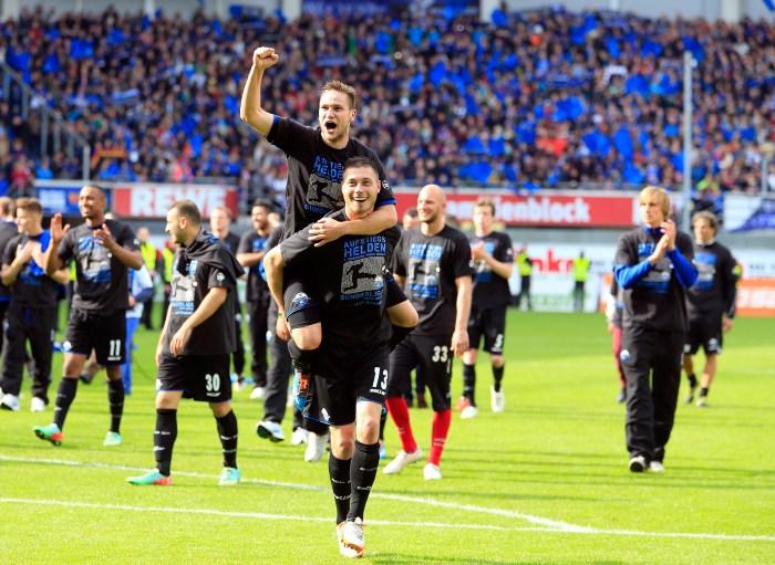 Jugadores de Paderborn 07 festejan el 11 de mayo de 2014 el ascenso a la Bundesliga.