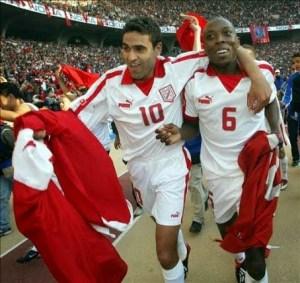 Túnez campeón de África 2004. Ghodbhane y Trabelsi celebran la consagración